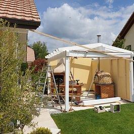 Réalisation d'un couvert de jardin sur mesure avec couverture en tuile, à Pomy