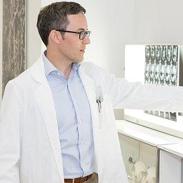Gut verständliche Erklärung der Röntgenbilder durch Dr. Wüst