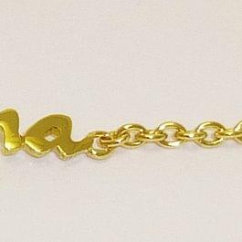 Babybracelet in Gelbgold mit gesägtem Namensschild und Herzcharm