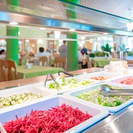 Im öffentlichen Café-Restaurant