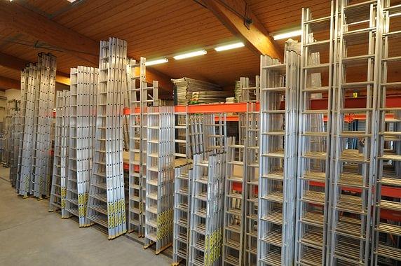 Plus de 800 échelles et escabeaux en stock