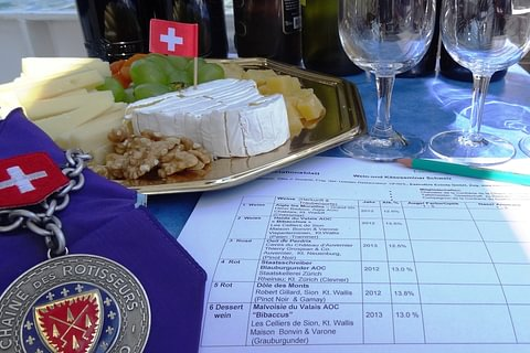 Boat trip with wine seminar and cheese