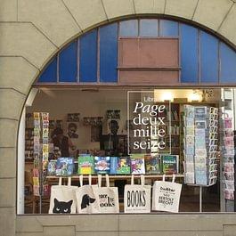 L'une des vitrines, côté rue du Simplon