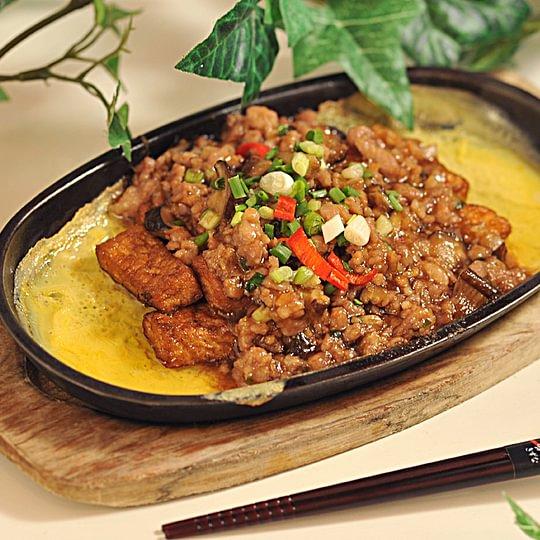 Tofu avec viande hachée et poisson salé aux œufs