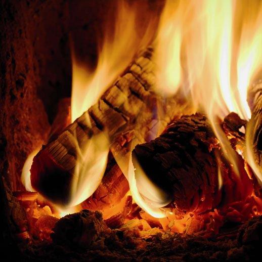 Il fuoco porta calore in casa