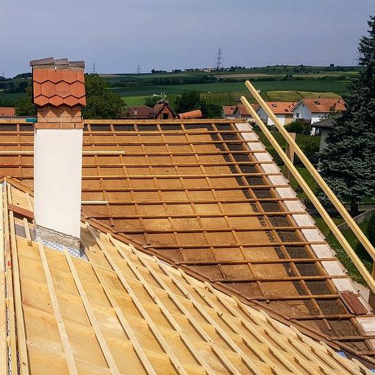 Rénovation d'une toiture (changement de l'isolation, Sous-couverture isolante et étanche, changement de la sous-construction, changement de la couverture), à Chavornay