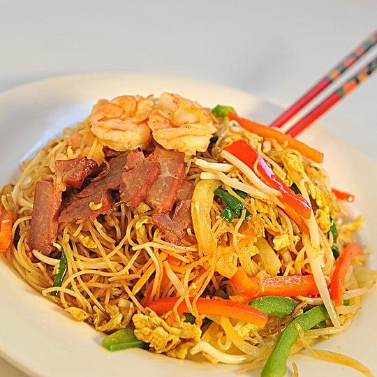 Vermicelles de riz sauté façon Singapour (porc, crevettes et légumes)