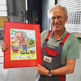 Porträt malen ab Foto mit Hintergrund und vielen Details als originelles Geschenk für eine Pensionierung, ein Jubiläum oder als Dankeschön