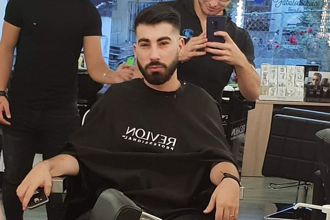 Coupe homme avec shampoing et Contours Barbe