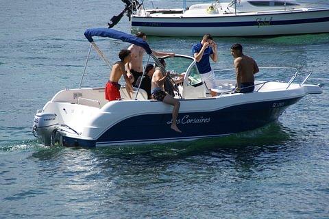 1 heure de bateau moteur essence Cap ou Quick