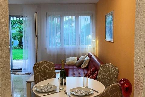 Gemütliche 2-Zimmerwohnung mit Gartensitzplatz und Sicht ins Grüne in Ascona