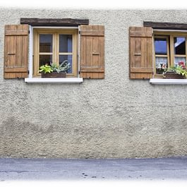 Remontée d'humidité sur le pignon d'une maison