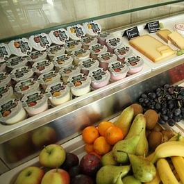 Yoghurt et produits frais tous les matins