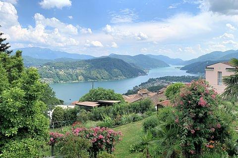 Vernate Villa con splendida vista lago in vendita