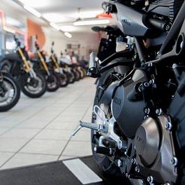 Neufahrzeuge im EG Showroom, Occasion Fahrzeuge im UG