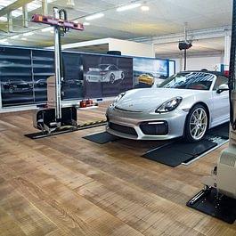 Parquet in garage di lusso soddisfa una qualita'molto rigorosa