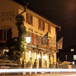 Steinburg bei Nacht