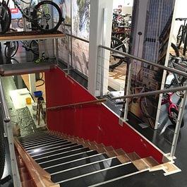 Wand rot streichen . Fahrradgeschäft Squadra-mondo in Altendorf.