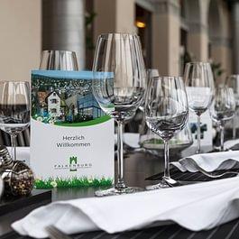 Restaurant Falkenburg, St. Gallen - Tafel im Wintergarten der Falkenburg