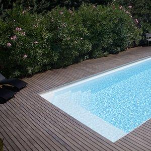 Schwimmbad. Preiswert, günstig, unkompliziert, einfach und schön.