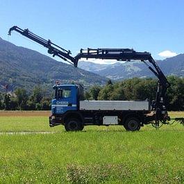 Camion 4x4,grue 21t/m avec jib et treuil (capacité 1t à 15m) portée maxi 21m + Remorque surbaissée (charge utile 14t/ 6,30m de plateau)