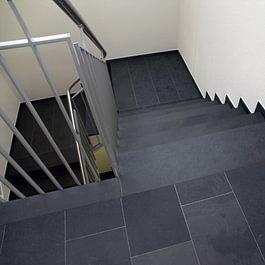 Schiefer Treppe