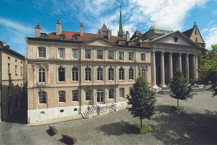 Le MIR est situé à l'emplacement de l'ancien cloître de Saint-Pierre où les Genevois avaient adopté la Réforme en mai 1536