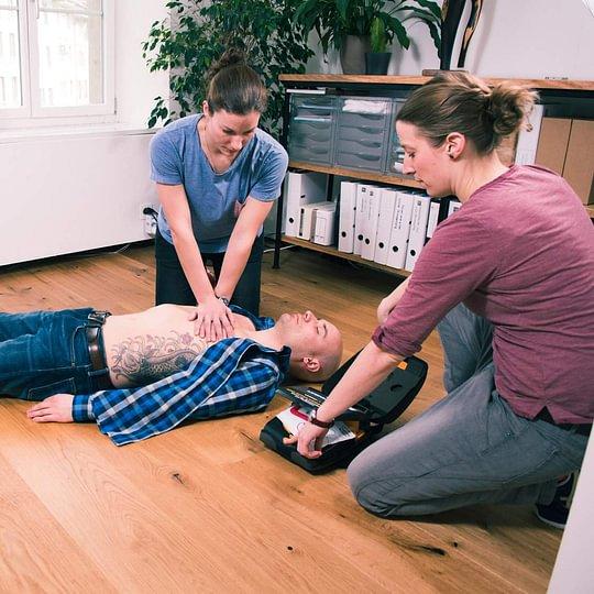 Ein Notfall kann jeden treffen, lernen Sie wie reagieren bei einem medizinischen Problem