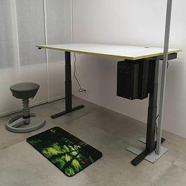 Schreibtisch.ch HPL Grauweiss Lime LED Leuchte Swopper Muvmat
