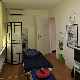 sala per massaggi medicali, sportivi, linfodrenaggio e reflessologia plantare
