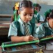 Indische Patenkinder im Unterricht.
