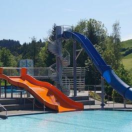 Freibad Sonnenberg, Breitwellen- und Freefall-Rutschbahn