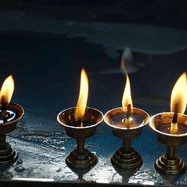 Offrandes, encensoir, objets rituels bouddhistes, encens, senteurs, porte-encens, diffuseurs...
