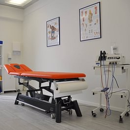 Il centro, con quattro studi e due palestre, offre al paziente un ambiente estremamente accogliente, funzionale ed elegante.