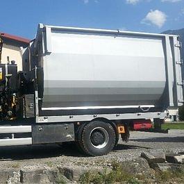 Camion-grue avec grappin et benne de 20m3, pour évacuation de branches, livraison de copeaux, etc.