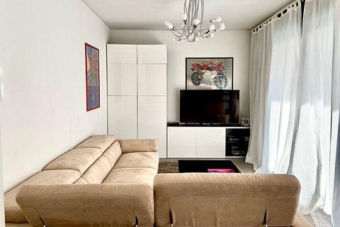 LUGANO - vendesi comodo appartamento di 3.5 locali con posto auto