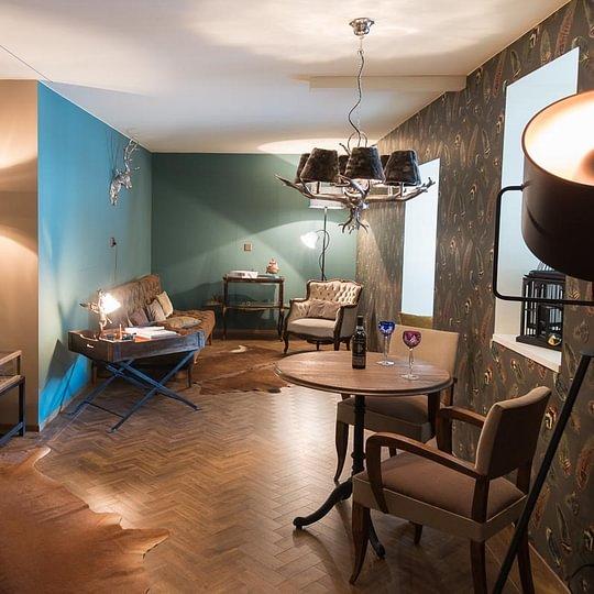 Lounge-Suite mit Gentleman-Ambiente