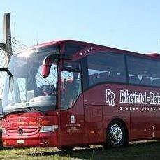 Rheintal Reisen Sieber, Diepoldsau - Mercedes-Benz Tourismo vor dem Wahrzeichen von Diepoldsau, der Schrägseilbrücke über den Rhein