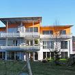 Mehrfamilienhaus mit Kunststoff-Fenster