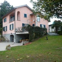 COLLINA D'ORO Villa di carattere con portico e giardino FR. 2'350'000.--  – Lugano – Tel.: 091 921 42 58 – www.mgimmobiliare.ch