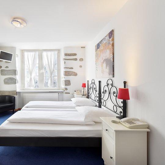 Zweibettzimmer mit Aussicht zum Hirschenplatz