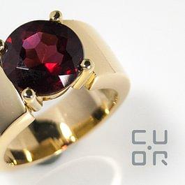 Ring Gelbgold mit Granat