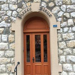 Porte d'entrée assemblée
