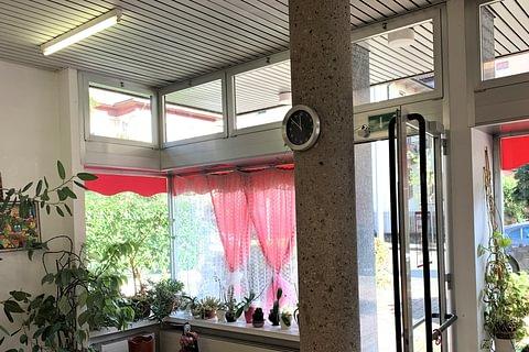 Lugano Negozio con vetrine e deposito in vendita