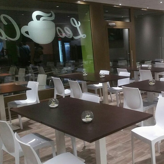 leo caffe intérieur
