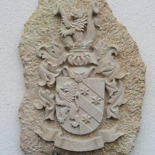 Familienwappen aus Liesberger Kalkstein