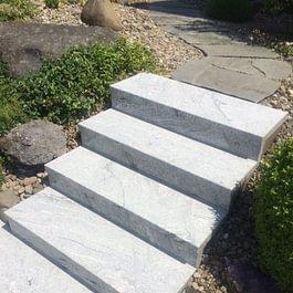 Mit Granit überzogene Aussentreppe