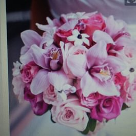 Bouquet con orchide rose ornitogallum