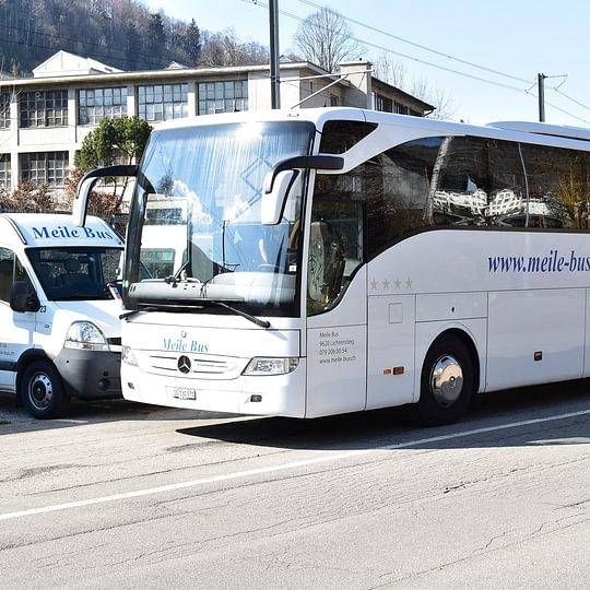 Fahrschule für Lastwagen und Car, Auto und Töff Reisen mit dem Car