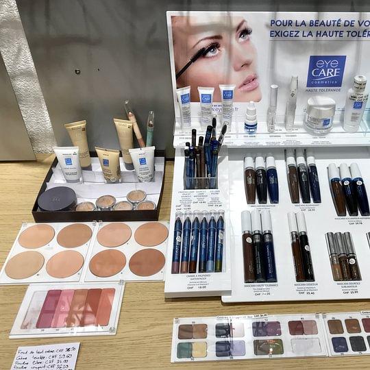 -Maquillages EyeCare, spécialements formulés pour les peaux et yeux sensibles ainsi que les porteuses de lentilles de contact; recommandés par les dermatologues, allergologues, ophtalmologistes.